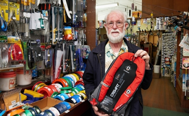 Albany Rod & Tackle - Free Life Jackets - 09102015